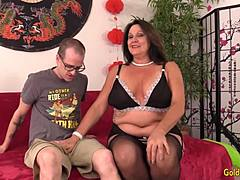 Thick Granny Leylani Wood acquires a hourglass man Off enormous Time